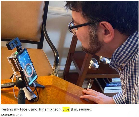 트리나믹스 센서에 실제 사람이 얼굴을 비추면 '생체'로 인식한다.(사진=씨넷)