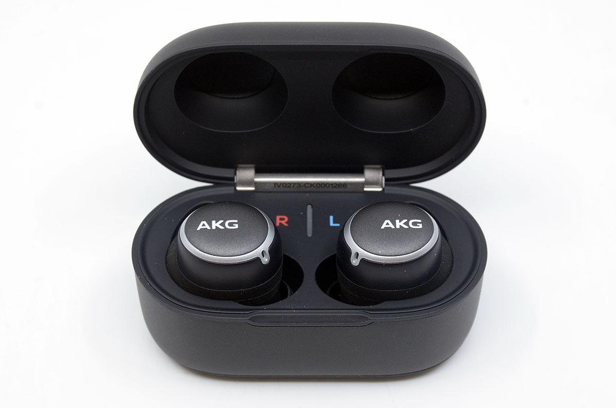 완전 무선 이어폰도 좋지만 유선 이어폰을 선호하는 이도 있다.