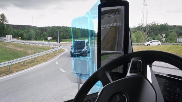 벤츠 악트로스 트럭에 적용된 미러캠