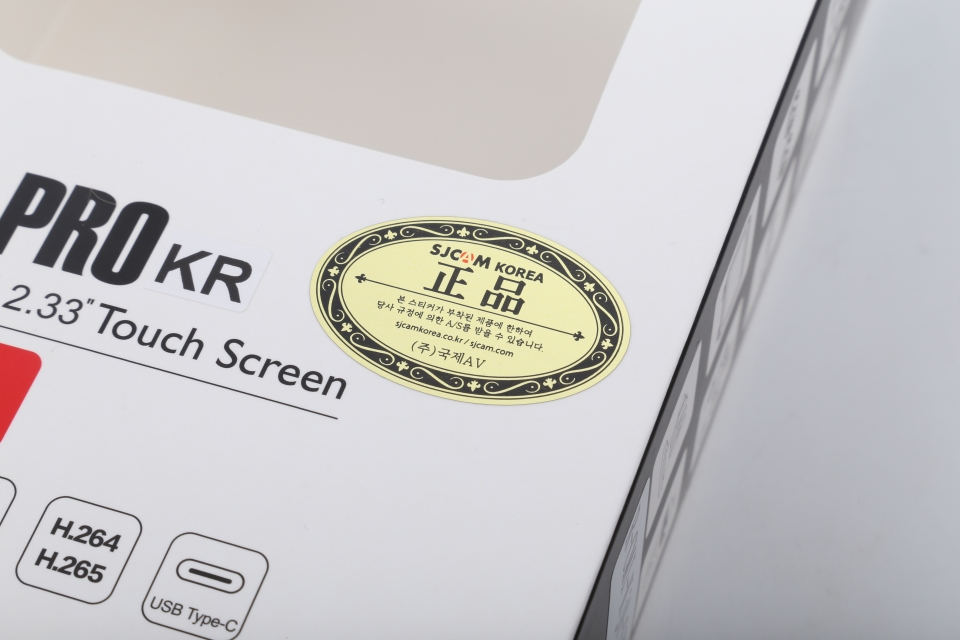 SJ8은 국제에이브이에서 유통 중인 액션캠이다. 해외 직구로 구매하면 A/S를 받기 어려우니 정식 유통 제품을 구매하는 것이 좋다.
