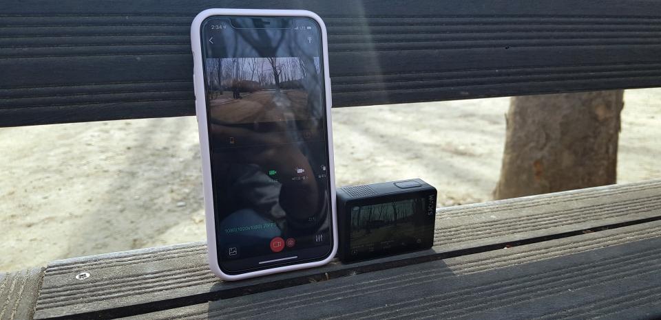 'SJCAM Zone' 앱을 스마트폰에 설치하면 Wi-Fi를 통해 액션캠을 제어할 수 있다.