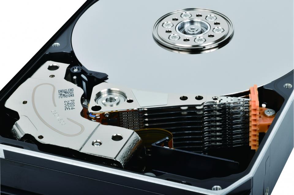 PMR 기술과 향상된 3세대 GMA 설계로 뛰어난 성능을 보여준다.