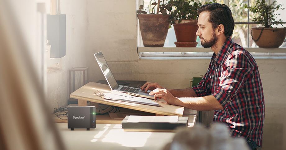 홈오피스에서도 NAS는 아주 유용하다. 자신이 작업한 파일을 통합 관리할 수 있는데다가 데스크톱, 노트북만으로는 부족한 저장공간을 확장할 수도 있기 때문이다.