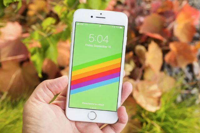 아이폰SE 2020년 모델은 아이폰8과 유사할 것으로 예상되고 있다. 사진은 아이폰8. (사진=씨넷)