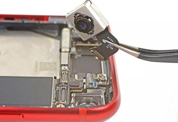 아이폰SE의 카메라는 아이폰8 카메라로 대체 가능하다고 확인됐다.(사진=아이픽스잇)
