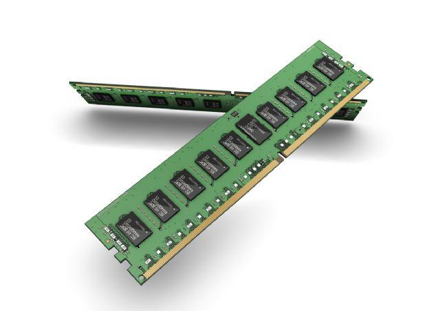 삼성전자가 EUV 노광공정을 통해 양산한 10나노미터 초반급 'DDR4 D램'. (사진=삼성전자)