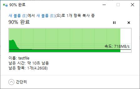 USB10G Pro1 내부에서 50GB의 더미 파일을 복사해 소요 시간을 측정했다. 3회 측정 결과 1분 5초, 1분 1초, 1분 3초로 확인됐다. 이 정도면 고화질 4K 소스를 다루는 영상 편집이나 토탈워: 삼국처럼 로딩이 긴 게임도 쾌적하다. <br>