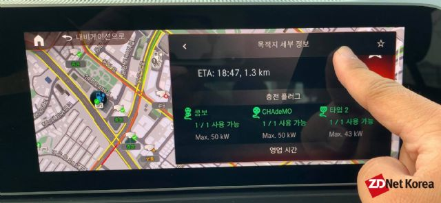 충전소 정보를 자세하게 표기해주는 벤츠 EQC 전기차 (사진=지디넷코리아)