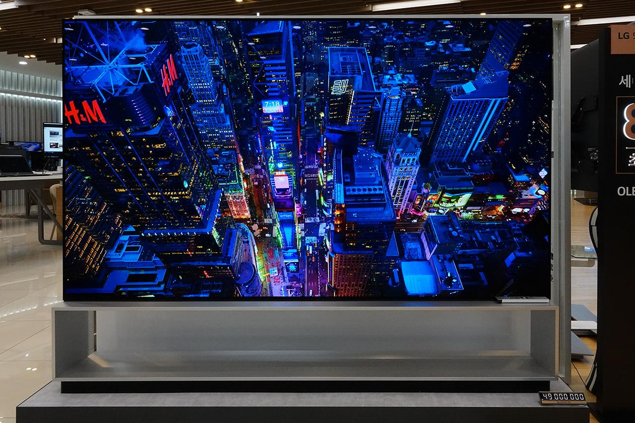 대형 패널을 탑재한 8K OLED TV에 대한 관심이 늘어나는 추세다.