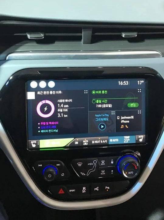 10.2인치 디스플레이가 들어간 쉐보레 볼트 EV 센터페시아 (사진=지디넷코리아)