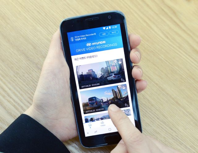 스마트폰과 연동되는 현대기아차 내장형 블랙박스 시스템 (사진=현대기아차)