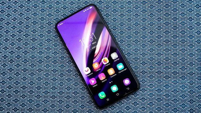 비보가 새로운 아펙스 2019 컨셉 스마트폰을 선보였다. (사진=씨넷)