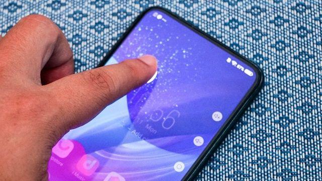 아펙스 2019는 화면 전체에서 화면 지문 인식 기능을 사용할 수 있다. (사진=씨넷)
