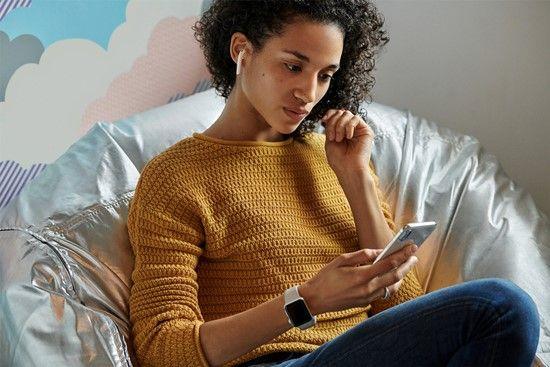 에어팟2는 아이폰이나 애플워치, 아이패드 전환 시간을 절반으로 줄였다. (사진=애플)