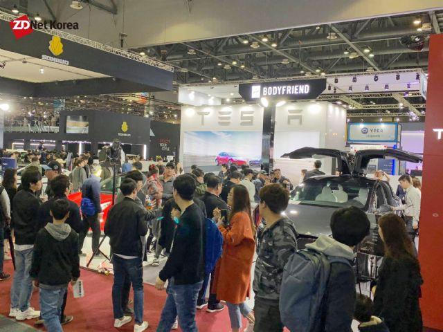 2019 서울모터쇼에 최초로 참가한 테슬라에 대한 관심도가 높았다. (사진=지디넷코리아)