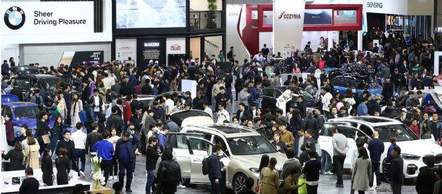 2019 서울모터쇼 제2전시장 BMW관에 모인 관람객들 (사진=지디넷코리아)
