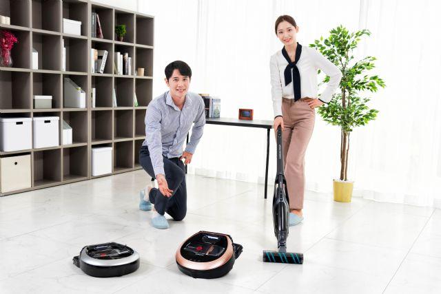 삼성전자가 2일 로봇청소기 '파워봇'과 핸디 겸용 스틱 청소기 '파워스틱' 신제품을 출시했다. (사진=삼성전자)