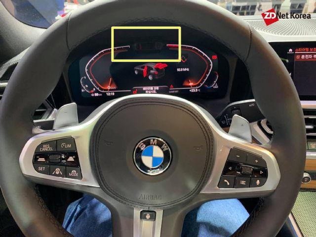 7세대 3시리즈 실내에는 운전자 주의력 감지 카메라가 클러스터 내부 상단 탑재된다. (사진=지디넷코리아)