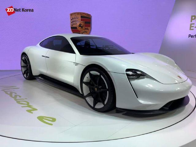 포르쉐 미션 E 전기 콘셉트카. 향후 타이칸으로 발전하기 위한 기본 토대를 주는 모델이다. (사진=지디넷코리아)