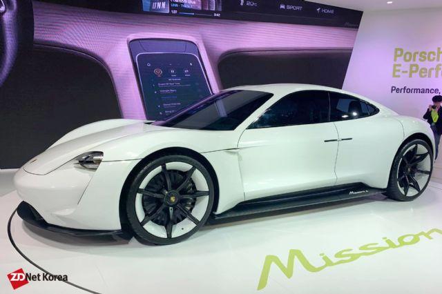포르쉐코리아가 EV 트렌드 코리아에 전시한 '미션 E' 전기 콘셉트카 (사진=지디넷코리아)