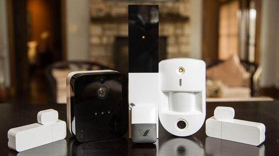 IP 카메라와 스마트 도어록은 대부분 통신을 가정 내 와이파이에 의존한다. (사진=씨넷닷컴)
