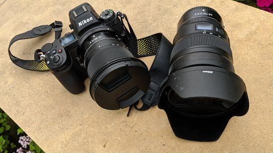 니코르(NIKKOR) Z 24-70mm f/2.8 S 렌즈와 니코르 Z 14-30mm f/4 S 렌즈. (사진=지디넷코리아)