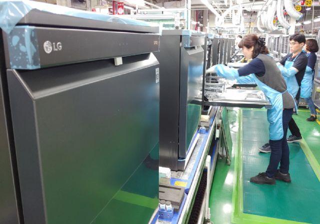 경남 창원시에 있는 LG 디오스 식기세척기 생산라인 모습 (사진=LG전자)