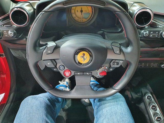 F8 트리뷰토 운전석과 대시보드 모습. (사진=지디넷코리아)