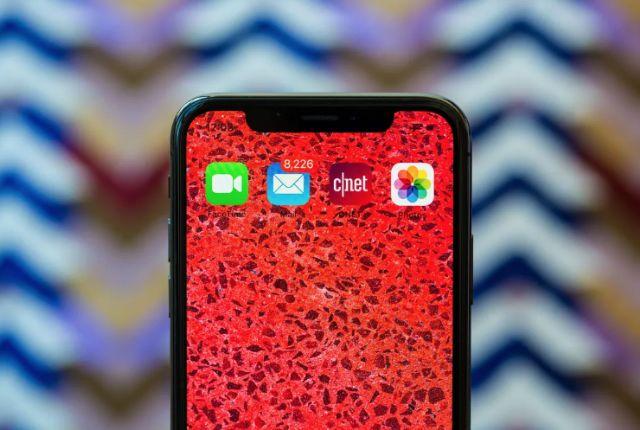 애플이 지난 해 출시한 아이폰XS에는 인텔 모뎀 칩이 사용됐다. (사진=씨넷)