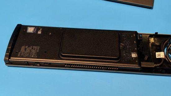 노트북용 저전력 프로세서를 적용해 부피를 최소한으로 줄였다. (사진=지디넷코리아)