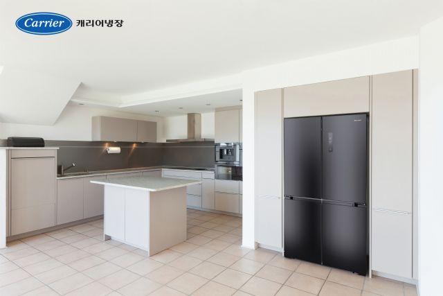 캐리어 클라윈드 4도어 피트인 냉장고(미드나잇 블랙 메탈 색상 모델) (사진=캐리어냉장)