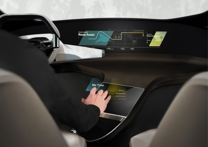 bmw_holoactive_touch_161217_1