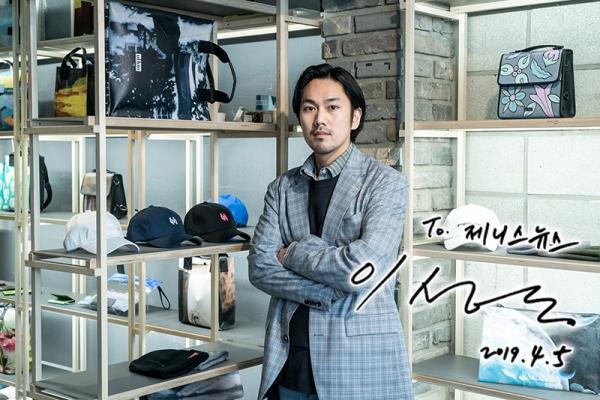 ▲ '얼킨' 이성동 디자이너 ① 버려진 캔버스로 가방을 만들다 (사진=강다정 기자)