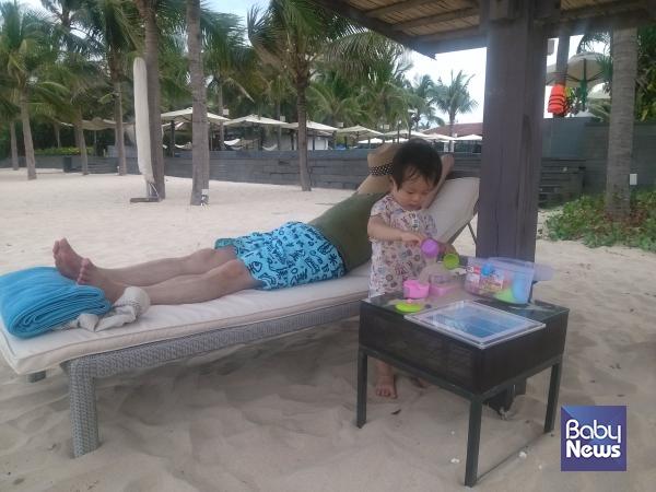 아이가 어릴 때는 부모도 휴식이 필요합니다. 이때는 자연에만 풀어줘도 아이들은 혼자서 잘 놉니다. ⓒ송이진