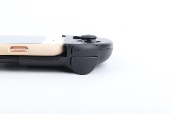 L1, L2, R1, R2 버튼도 지원해 마치 PS Vita로 FPS를 즐기는 것처럼 게임을 즐길 수 있었다.