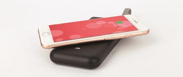 아이폰의 고속 무선충전 규격인 7.5W를 지원하며, 무선충전 인식속도도 상당히 빠르다.