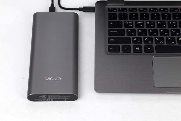 CRB003의 최대 출력은 45W로 USB PD 노트북과 함께 사용하기에도 좋다.