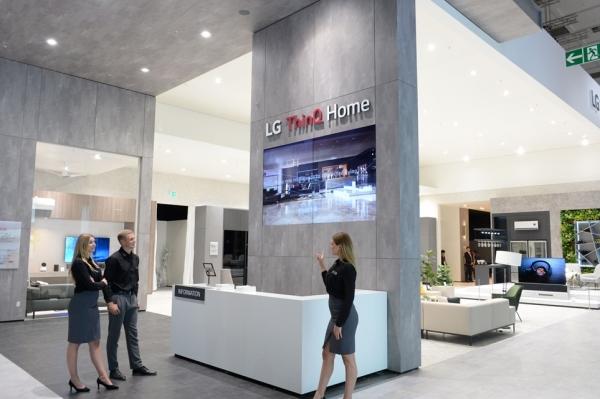 LG전자는 인공지능 가전으로 새로운 가치를 담은 주거공간 'LG 씽큐 홈'을 통해 'IFA 2019'에서 인공지능 선도기업 이미지를 부각할 계획이다.