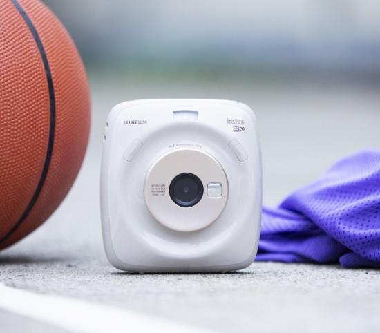 한국후지필름의 하이브리드 카메라 '인스탁스 스퀘어 SQ20'(사진=한국후지필름)