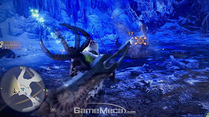 이 갈고리를 슬링어로 발사해 몬스터에게 매달린다 (사진: 게임메카 촬영)